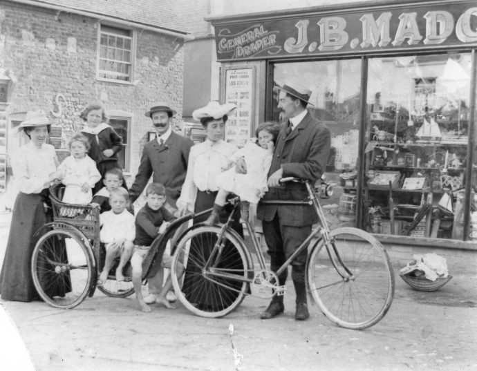 Edwardian summer visitors in the high street